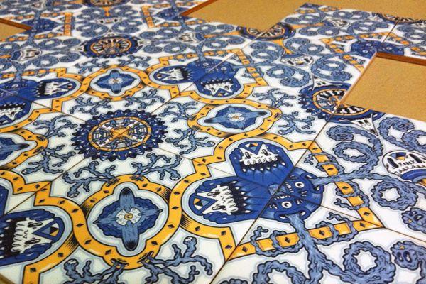 Em cerâmica, papel, stencil ou pixelart. O formato e a técnica utilizada variam, a essência não