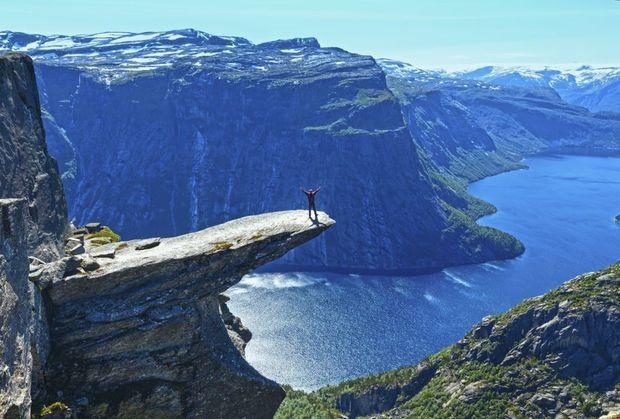 Heb je last van hoogtevrees, dan blijf je beter uit de buurt van deze plaatsen. Houd je juist van grote hoogten en weidse vergezichten, dan weet je waar je heen kan reizen.