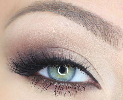 simple makeup, green eyes. love it