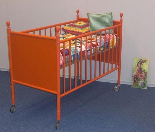 Superleuk retro oranje jaren 70 bedje van PAIDI !