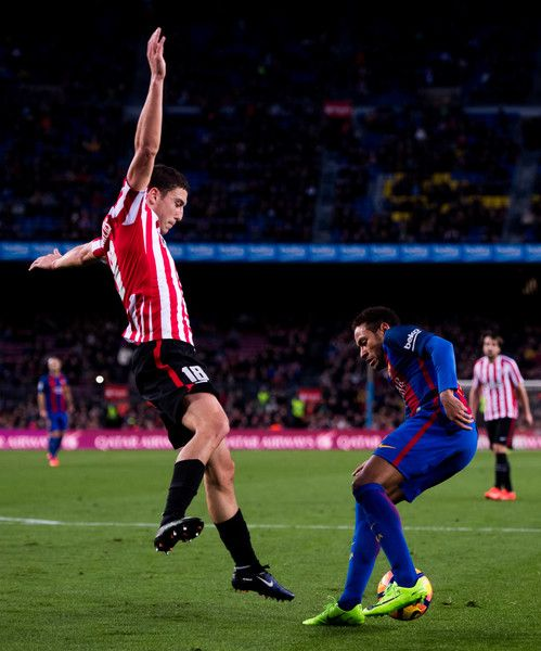 Neymar Santos Jr (R) of FC Barcelona controls the ball next to Oscar de Marcos of Athletic Club during the La Liga match between FC Barcelona and Athletic Club at Camp Nou  stadium on February 4, 2017 in Barcelona, Catalonia.
