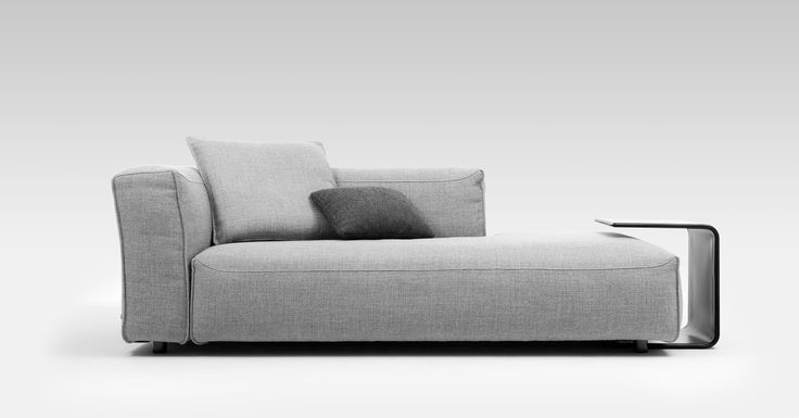 The luxurious and spacious seat surface and the soft appearance of the Rolf Benz MIO sofa generate a desire to be seated and are the perfect invitation to relax and lounge around.