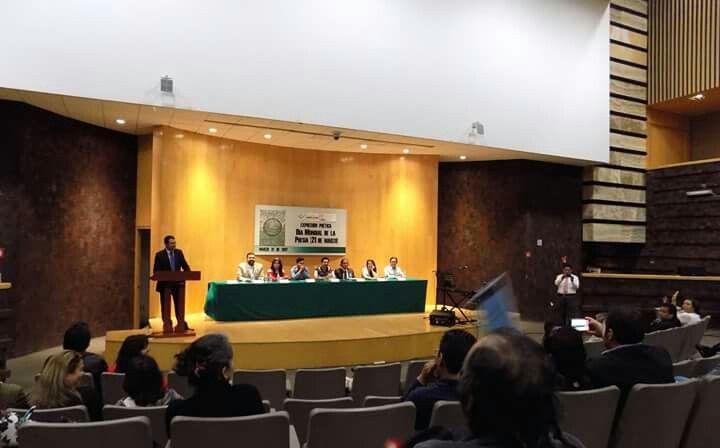 #SombradelAire participando en el #DíaMundialdelaPoesía conmemorado en el evento Expresión Poética el pasado 21 de marzo. @ivan_belascoaran @victorjesusalvarado Fotos: SEDIA