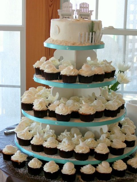 beach wedding cupcakes | Beach cupcakes - LOVE these!