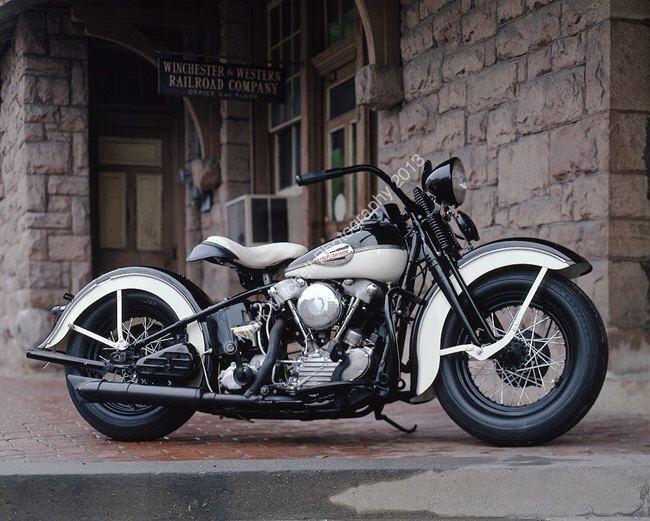 Klassisches Motorrad Foto-1947 Harley Davidson EL Knuckelhead von ClassicMotorcycles auf Etsy https://www.etsy.com/de/listing/124306793/klassisches-motorrad-foto-1947-harley