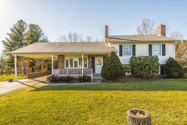 Amanda Addington of RE/MAX® Results just listed 4212 Spring View Court Jefferson MD 21755 Original owners filled this home with love. Sturdy brick split level has great flow, good space and is ready for you to make it your own. The property is a 1 acre level lot with mature trees in a quiet, convenient neighborhood. Close to the main street in Jefferson and Valley Elementary School, Jefferson Pastry Shop, Hemps Meats and Little Red Barn Ice Cream Cafe. What a sweet place to call home!