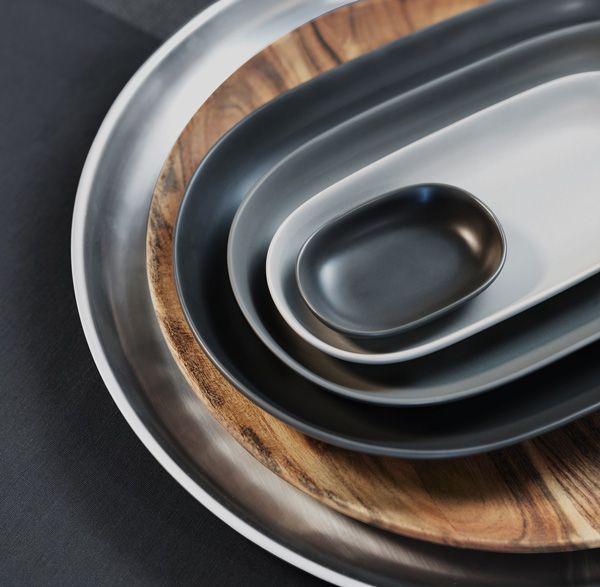 Variez les formes et les couleurs pour vos dîners informels on ne peut plus conviviaux. Pour le rangement, rien de plus facile : ils se superposent pour un gain de place maximal !