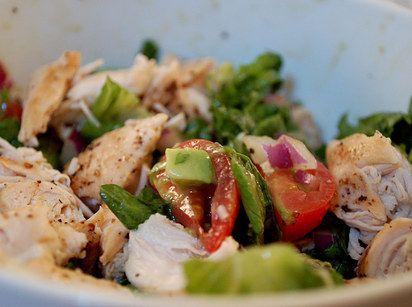 Hähnchen-Avocado-Salat | Dinge, die Du nie wieder ohne Avocado essen wirst http://www.shutterbean.com/2010/chicken-avocado-blt-salads/