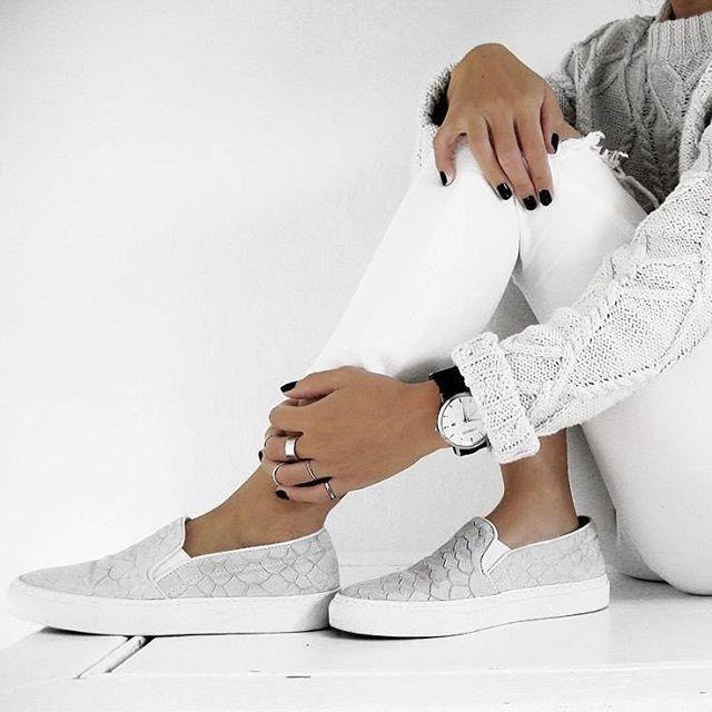 93 nejlepších obrázků na Pinterestu na téma Vogue   White Shoes ... 9020627264e