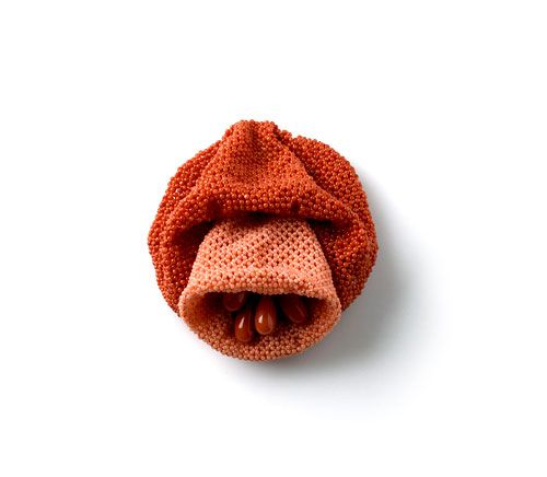 Daniel Kruger-Brooch: Untitled 2006Coral beads, goldPhoto by Udo w. Beier.