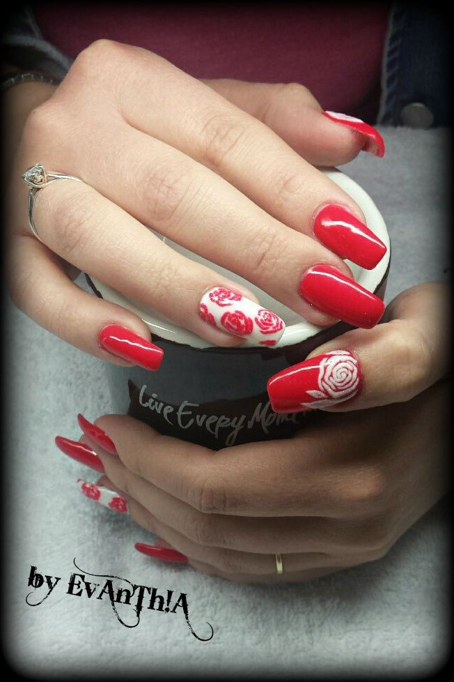#nails #manicure #gelnails #longnails #ballerinanails #prettynails #nails2inspire #inspiration #spring #springnails #flower #roses #3d #nailart #white #coral #gelpolish #cmarso #by_Evanthia