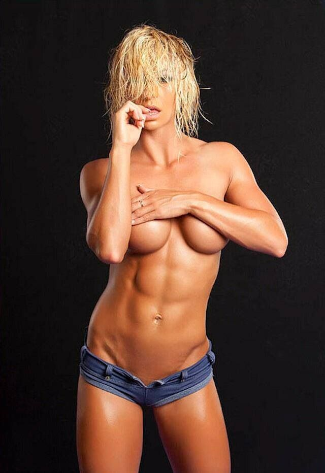 lesbian-hot-babe-with-abs-nude-takia