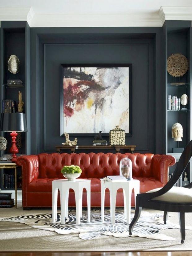 Tapeten Asiatische Motive : Red Sofa with Grey Walls