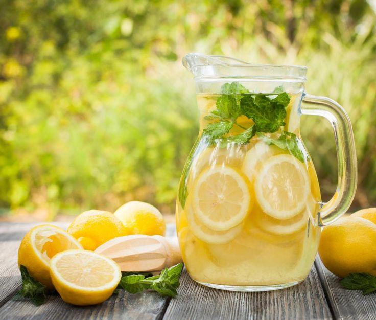 Sfermentowany napój cytrynowy / 123RF