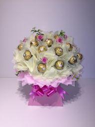 Deluxe Ferrero Rocher Chocolate Bouquet in Cream/Baby Pink