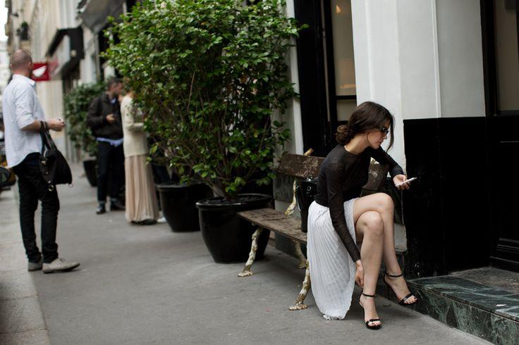 The small thingsStreet Fashion, Parisians Chic, Paris Chic, Street Style, Long Skirts, Parisians Style, Black White, The Sartorialist, Maxis Skirts