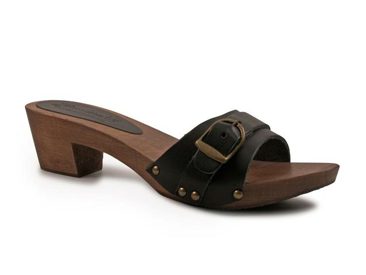 Black clogs mules for women with metal buckle http://www.italian-boutique.com/en/gianluca-lartigiano-del-cuoio-m-32.html
