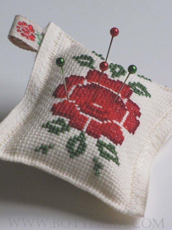 Kilim rose pincushion cross stitch FREE http://bottheka.com/en/kilim-rose-pincushion-on-ides-of-march