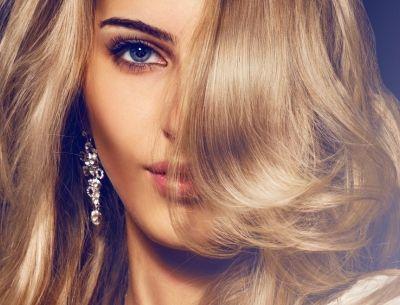 5 κόλπα για να ξυπνήσεις με τέλεια μαλλιά