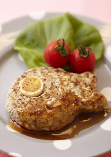 たまにはこんなに可愛い形のハンバーグを!丸めて茹で、みそ仕立てのつみれ汁にすることもできます。
