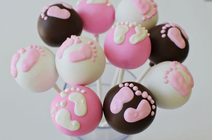 Baby Feet Cake Pops is so sweet! Imagine a nursery with a baby feet theme! #pinparty
