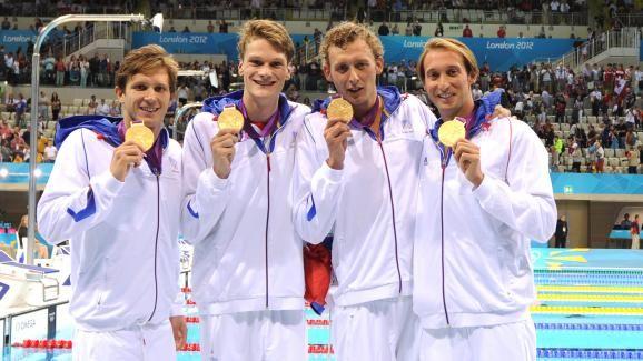 Les quatre nageurs français vainqueurs du relais 4x100m nage libre aux JO de Londres, Clément Lefert, Yannick Agnel, Amaury Levaux et Fabien Gilot, le 29 juillet 2012. | AFP