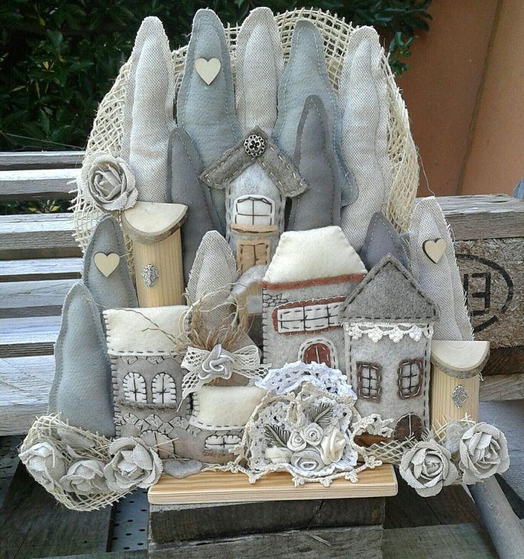 Villaggio di natale in stoffa e legno con alberi casette e fiori... - Luisa Valent