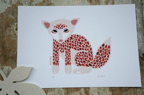 Nova Scotia i östra Kanada, där hittade vi illustratören Anna Stowe som skapat det här dekorativa rävtrycket. Detaljerade mönster och  färgkombinationer med känsla skapar en stil som är förfinad i all sin enkelhet.Kolla även in matchande printet Bear i gula nyanser. ENDAST ETT SISTA EX. KVAR!• Originalet tecknat med bläck, digitalt färglagt.• Tryckt med kvalitetsbläck.• Print A4, 21x29,7 cm, signerad.