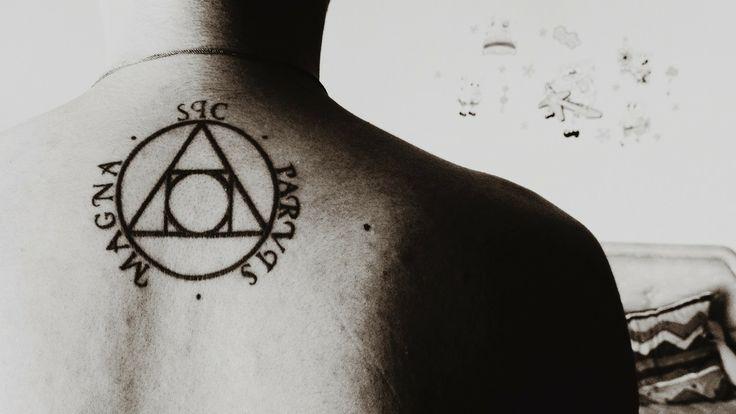sic parvis magna drake uncharted tattoo tatuajes