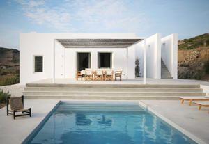 Villa con piscina a Paros, architettura greca contemporanea