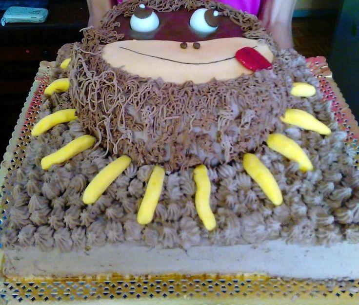 tarta de mono, decoración nata y chocolate