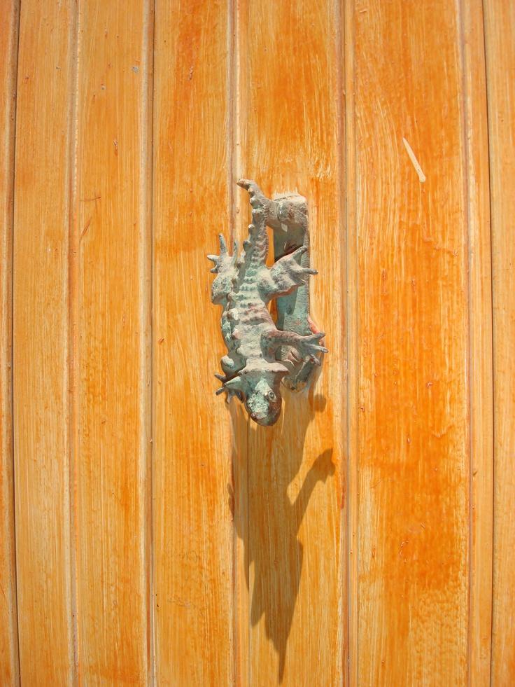 17 mejores im genes sobre aldabas llamadores door for Manijas para puertas de madera