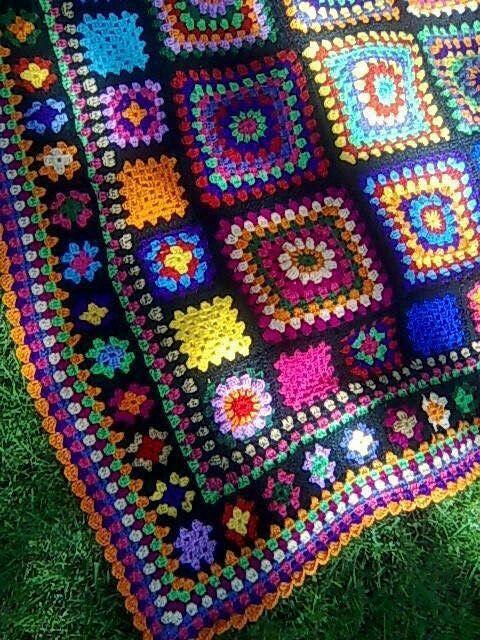 Яркий плед из цветных квадратов. Вязание крючком.
