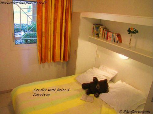 T2, splendide vue mer, parking, piscine: Chambre (draps fournis) - France-Voyage.com