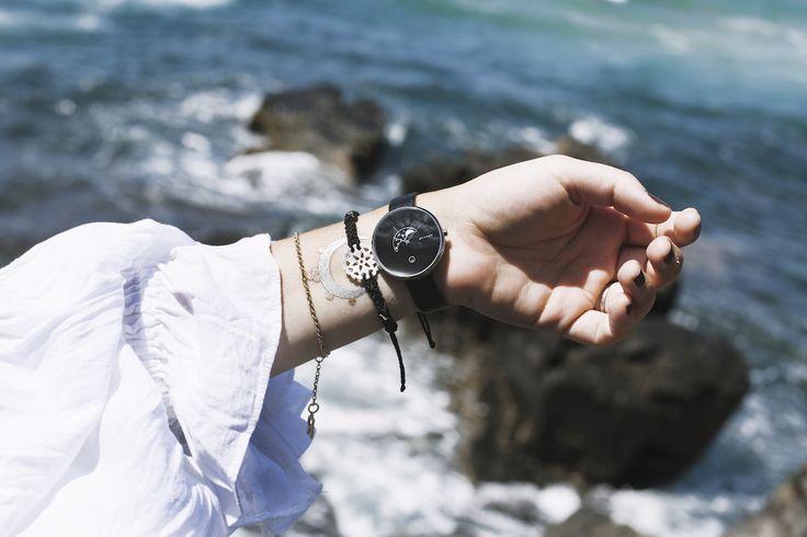 Raya Rossi Coffee Bay watch inspo Skagen Moon watch metallic tatoo beach sea ocean white shirt
