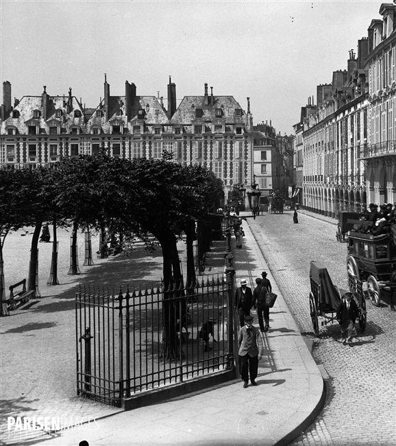 Place des Vosges - Paris 4eme vers 1890