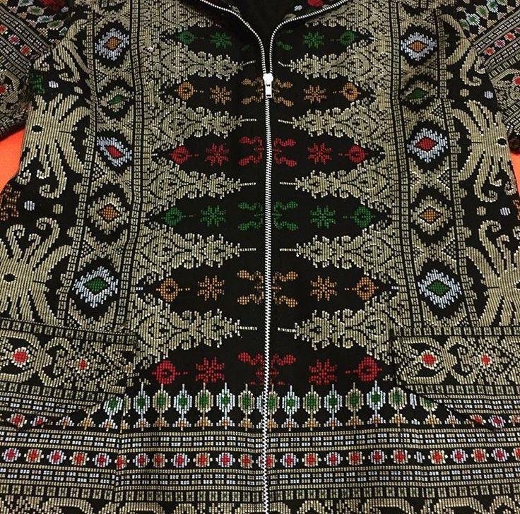 Kain tenun Samarinda - motif bunga kelapa dgn tumpal