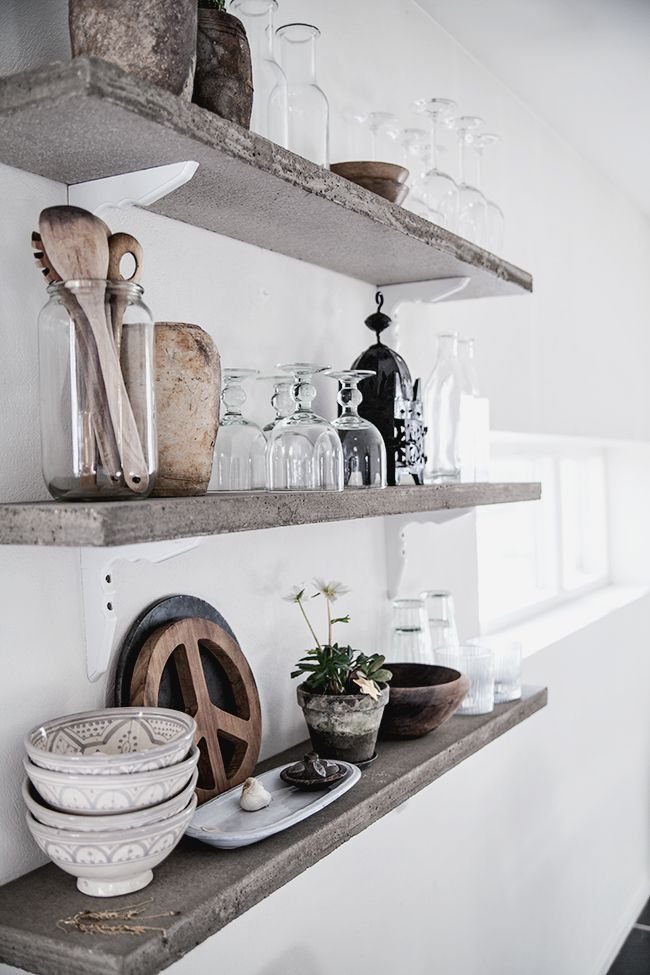 These floating shelves would look great above my kitchen sink!