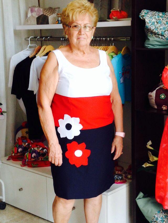 Vestido 3 colores, con aplicación flores en patchwork