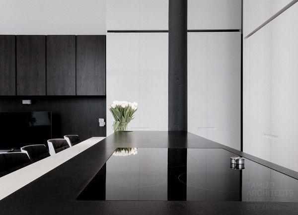 Als je helemaal weg bent van een zwart wit interieur dan is deze serie foto's van dit zwart witte appartement..