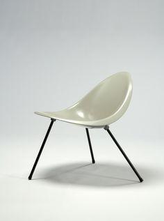 Poul Kjærholm, Aluminum Tripod Chair (gray), 1953/2007, R & Company