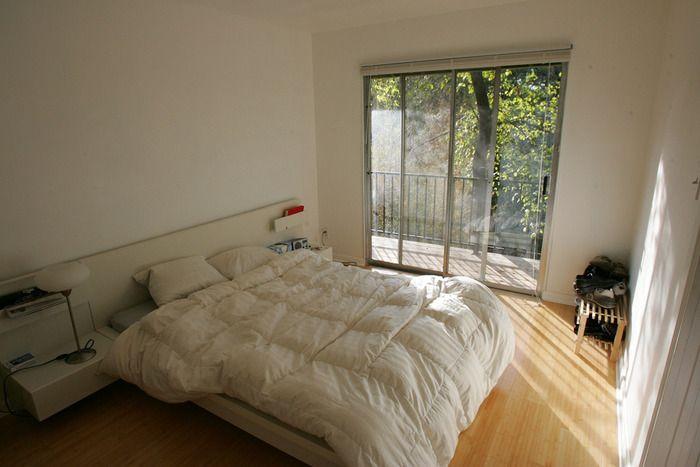 狭い部屋のレイアウトは海外インテリアに学ぶ 4畳や1kの一人暮らしさんへ キナリノ 部屋 レイアウト インテリア おうち掃除のヒント