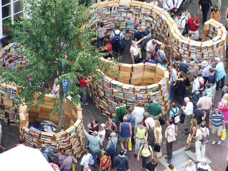 Jaarlijkse Deventer boekenmarkt/ Yearly bookmarket Deventer