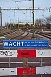 treinrails en waarschuwingsbord