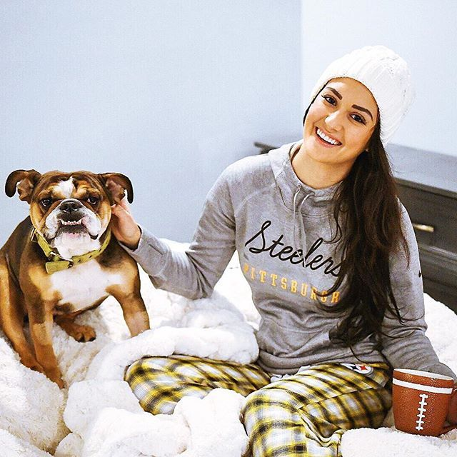Spending my day curled up in bed waiting for the @steelers game to start! Get your comfortable @nfl gear like me, from @nflfanstyle  Happy Sunday & Go Steelers!!! Ps, Lola says hi! (It took us 25 mins to get one photo with her....lol) #Sponsored www.tonyamichelle26.com