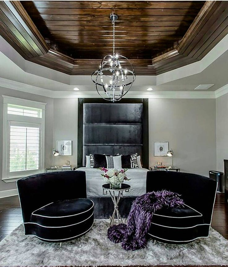 Well you could never run out of headboard space is you #designed your #space like this! The beautiful and dazzling #pendantchandelier compliments the over all #architecture! Shared via renowned #designer @chasedowell #luxuryfurniture #designers #designer #bedroom #bedsidetable #beds #luxurybedroom #luxury #design #interiordesigning #interiorstyling #architecture #decorassecories #lamp #modernroom
