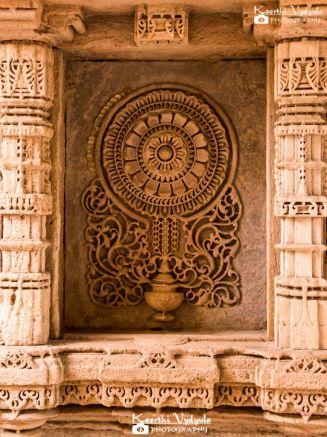 At Adalaj Ni Vav #KheerWrites #ThoughtsThruLensBlog #keerthivydyulaphotography #KheerClicks #Traveldiaries #Ahmedabad #Memories #Siblingdiaries
