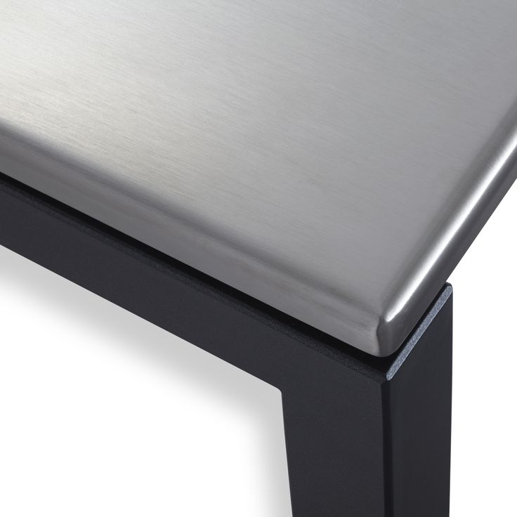 Up close and personal with the casual height adjustable Cook-N-Dine Teppanyaki coffee table.