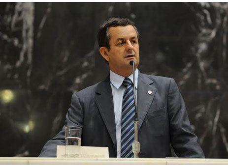 Arantes propõe mudanças na Constituição Estadual http://www.passosmgonline.com/index.php/2014-01-22-23-07-47/politica/3959-arantes-propoe-mudancas-na-constituicao-estadual