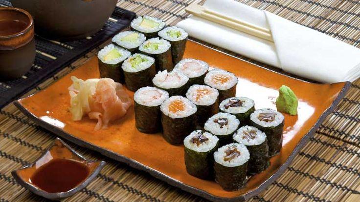 Gefüllte Reisröllchen aus Japan - Sushi (Japanische Reisröllchen) Schmecksplosion (Bild: iStock)